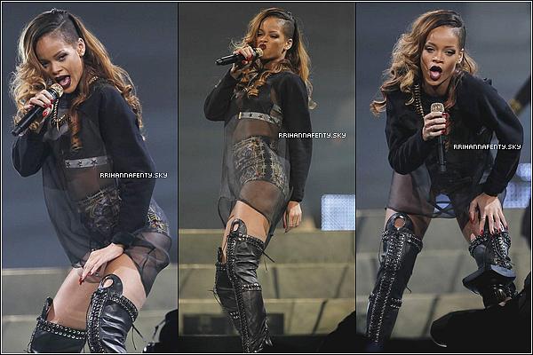 Live Performances : 25.03.2013 : Rihanna était au MTS Center à Winnipeg au Canada pour le Diamonds World Tour. Elle avait annoncé hier sur son compte Twitter que les camions transportant la scène étaient retenus à la frontière entre les États-Unis et le Canada mais ils sont finalement arrivés à l'heure et le show s'est déroulé sans problème, avec le retard habituel.