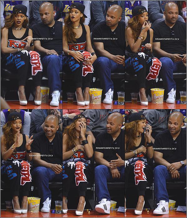 07.04.2013 : Rihanna a assistée à un match de basket à Los Angeles. Ensuite Rihanna s'est rendue dans la soirée au club Greystone à Los Angeles avec Mélissa.