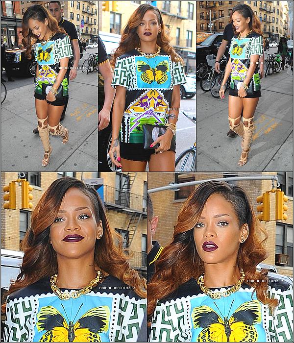 30.04.2013 :  Rihanna passe plusieurs jours à New York cette semaine. La belle ne cesse de sortir et de faire des aller-retour entre ses lieux favoris de la ville et son hôtel.