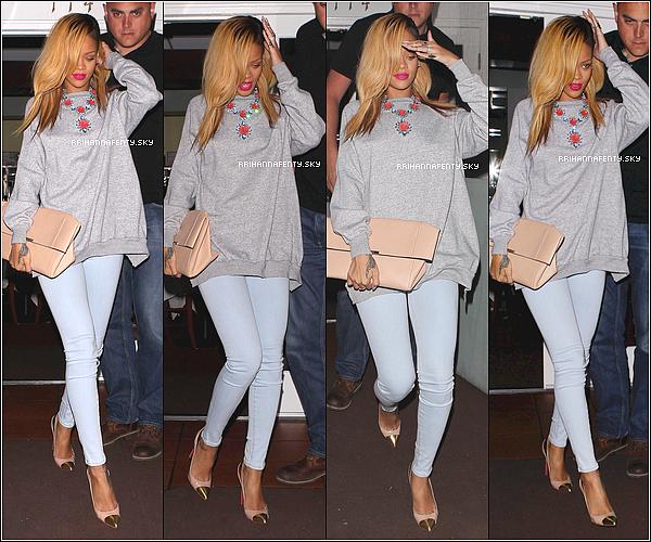 19.05.2013 : Rihanna a été aperçue quittant le restaurant Giorgio Baldi à Los Angeles. La belle reprend ses habitudes en se rendant dans une tenue sublime dans son restaurant favori.