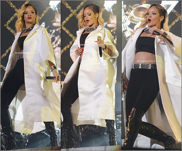 24.05.2013 : Rihanna a donné un concert au Mawazine Festival à Rabat, au Maroc. Des vidéos de ses performances sont aussi disponible dont Pour It Up, Man Down et Stay.