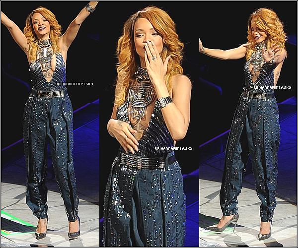 23.06.2013 : Rihanna a été vue quittant son hôtel afin de se rendre au Ziggo Dome. Elle en a profité pour prendre des photos dans les coulisses. Ensuite elle a été photographiée regagnant son hôtel à Amsterdam.