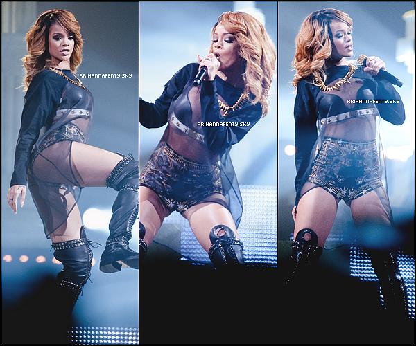 26.06.2013 : Rihanna a été vuequittant son hôtel à Amsterdam pour rejoindre Cologne. Dans la soirée, la belle a donné hier le premier de ses deux concerts consécutifs à Cologne en Allemagne.
