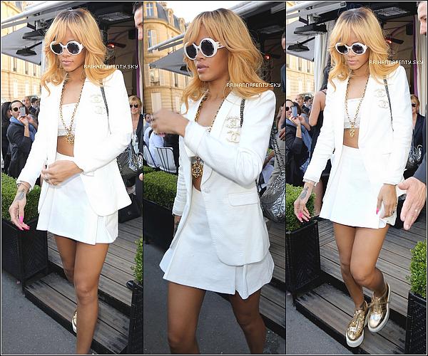 04.06.2013 : Rihanna a profité de son jour de repos pour faire un peu de shopping à Paris. Dans la soirée, elle a été aperçue se promenant à Paris revenant d'un fashionshow local. De plus, des photos Instagram sont disponible.