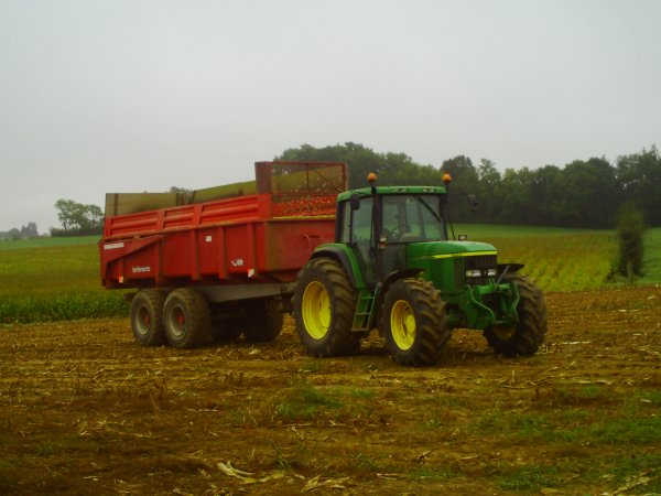 JOHNE DEERE 6910 ET BENNE BRIMONTS