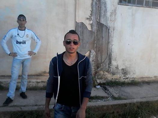 moi et mon ami derrière moi ( lyes & khodir )