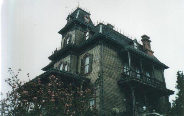 Une voix terrifiante dans ma maison paranormal ovni ghost - Ma fille ne veut pas dormir seule dans sa chambre ...