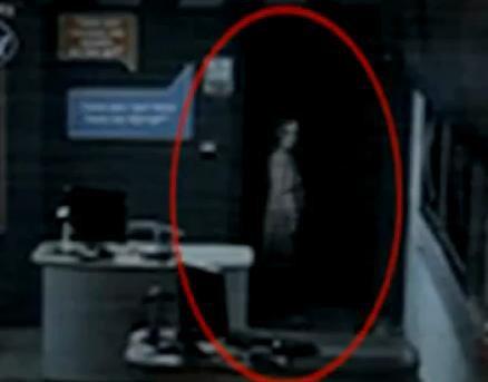 Un fant me s me la panique dans un magasin paranormal for Fantome dans un miroir