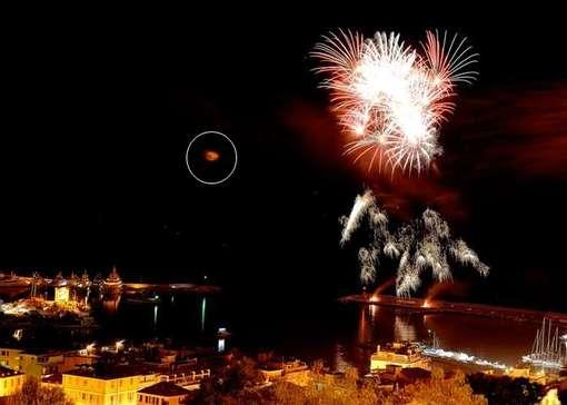 Un OVNI photographié lors du feu d'artifice du Nouvel An