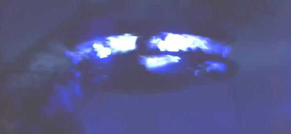 Il filme le passager d'une soucoupe volante