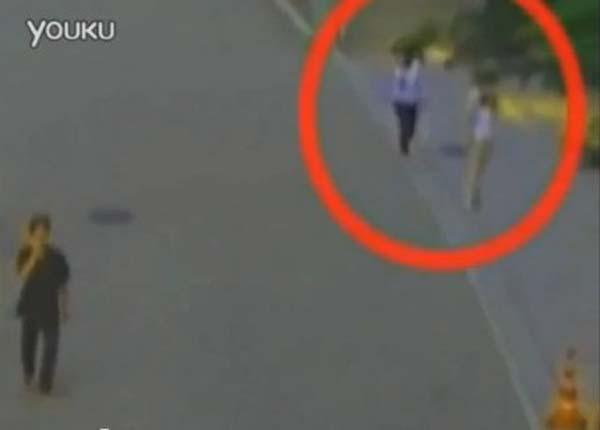 Un fantôme filmé dans les rues de Hong-Kong ?