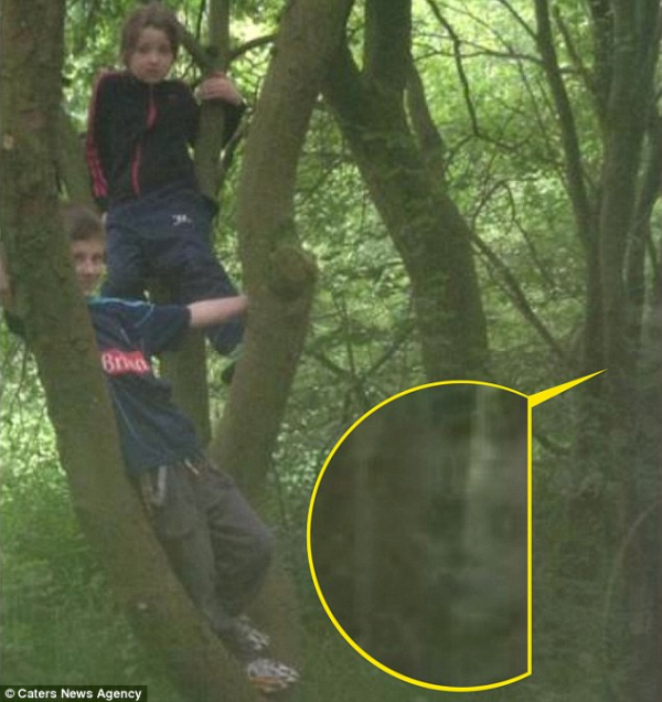 Dossier Spécial n°29 : Elle photographie un fantôme à Cannock Chase