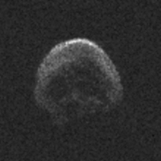 Halloween : une comète en forme de tête de mort va frôler la Terre