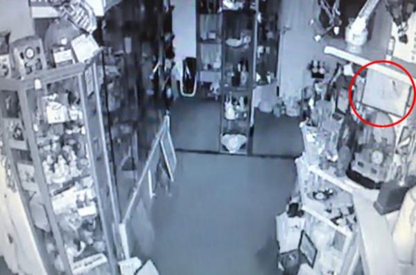 Un fantôme saccage une boutique d'antiquités