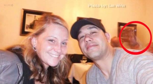 Un fantôme apparaît sur un selfie pris dans un restaurant
