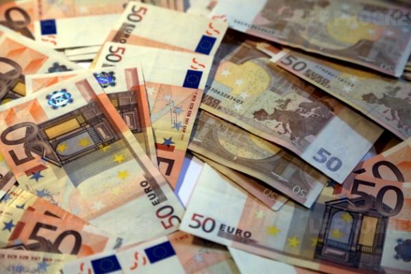 Elle détruit près d'1 million d'euros pour léser ses héritiers (Hors-Sujet 63)