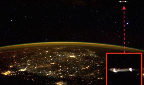 Un astronaute d'ISS publie la photo d'un OVNI géant