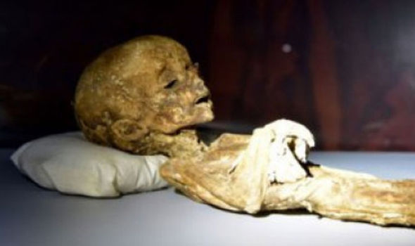 La momie d'un extraterrestre dans un tombeau Maya