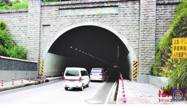 Un tunnel qui permet de voyager dans le temps