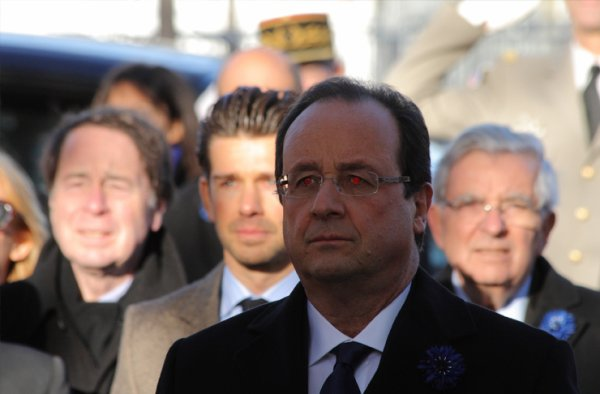 François Hollande n'existe pas, c'est un androïde américain.