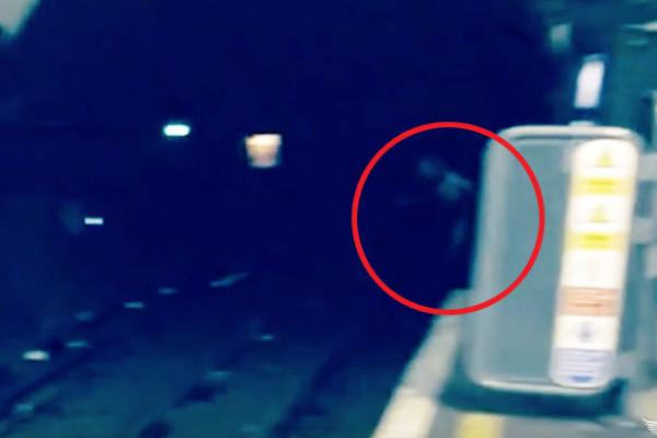 Un fantôme filmé dans le métro à Londres