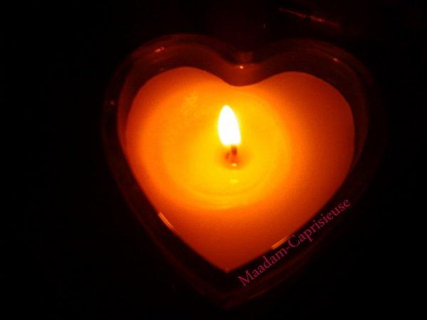 L'amour c'est comme une flamme, au début ça vous réchauffe le coeur ensuite ça devient un feu difficile à éteindre et à la fin ça vous brûle le coeur en vous laissant un arrière goût de cendre...♥