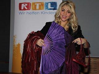 Vente de costumes de Shakira aux Bénéfice Marathon de TRL