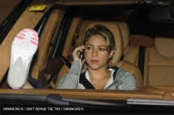 Photos de Shakira quittant la clinique « Teknon »