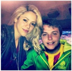 Shakira et un fan au Camp Nou – Photo