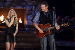 "Shakira & Blake Shelton interprètant ""Need You Now"" - PHOTOS"