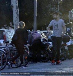 Shakira et Gerard Piqué dans les rues de Barcelone – Photos