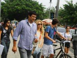 Shakira se promène dans les rues de Rio de Janeiro – Photos