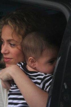 Shakira et Milan arrivent à Rio de Janeiro – Photos