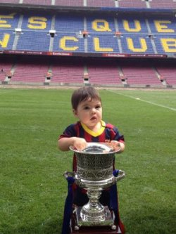 Gerard partage d'adorables photos de Milan et Shakira au Camp Nou !