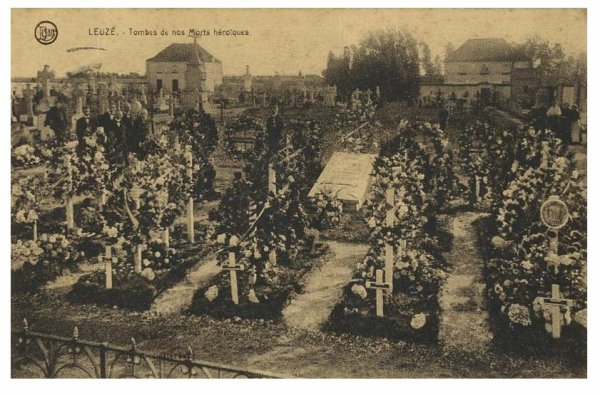 LEUZE - Tombes de 14 - 18 (photo faite en 1919)