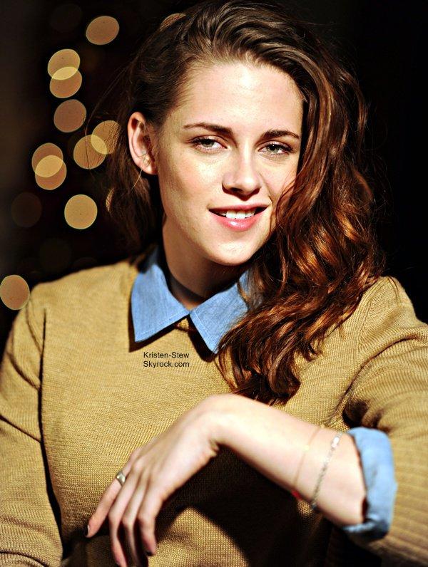 26.12.2012 / Kristen a été vu à Los Angeles en compagnie de son frère et de son père. J'aime beaucoup sa tenue, elle est simple. Par contre je sais pas pourquoi elle a un lance-pierre dans sa poche arrière. Affaire à suivre hein