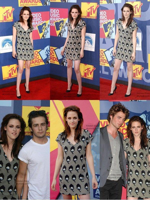 07.09.2008 / Vu qu'il n'y a pas de nouvelle de notre Stew, je vous met un flash back lors des MTV Video Music Awards 2008. Oui ça date, mais j'aime comment elle est habilée, coiffée, maquillée, tous quoi. Alors profitez de ces photos pendant le manque de new.