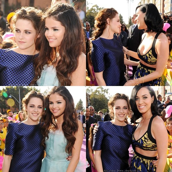 23.03.2013 /  Kristen s'est rendue comme prévue au Kids Choice Award 2013. La belle portait une combinaison bleue Osman avec des Louboutin, elle était tous simplement magnifique, parfaite. La coiffure, le maquillage et sa tenue, un énorme TOP. Kristen a remporté les prix de meilleure actrice pour Breaking Dawn partie 2 et meilleure botteuse de fesses pour Snow White and the Huntsman. Kristen était très proche de Selena Gomez et Katy Perry pendant l'évènement, elles avaient l'air de bien s'amuser.