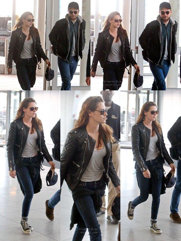 08.05.2013 / Kristen a été vu quittant son hôtel à New York avec Robert. Tous les deux partaient prendre l'avion pour retourner chez eux, à Los Angeles. Peut après on a vu Kristen et Robert à l'aéroport JFK, toujours à New York.