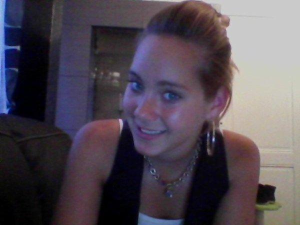 Wendy , 16ans , amoureuse =D De cédric  , ipes ;)
