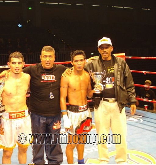 Yetkin ozkul rmboxing vainqueur de Kantipong (thailande)