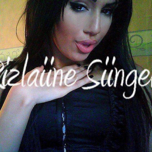 Rizlaiine singer