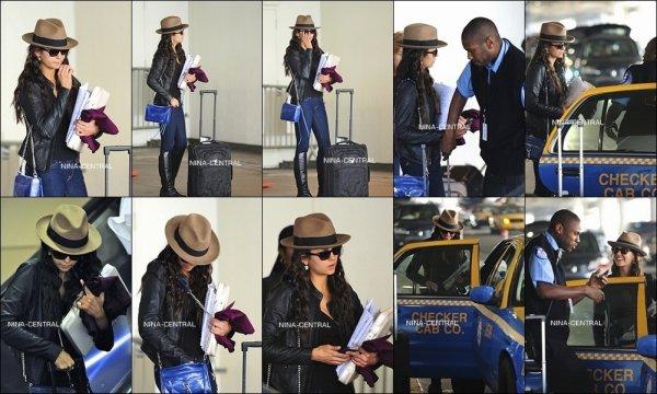 24 février 2012: Nina arrivant à l'aéroport de LAX