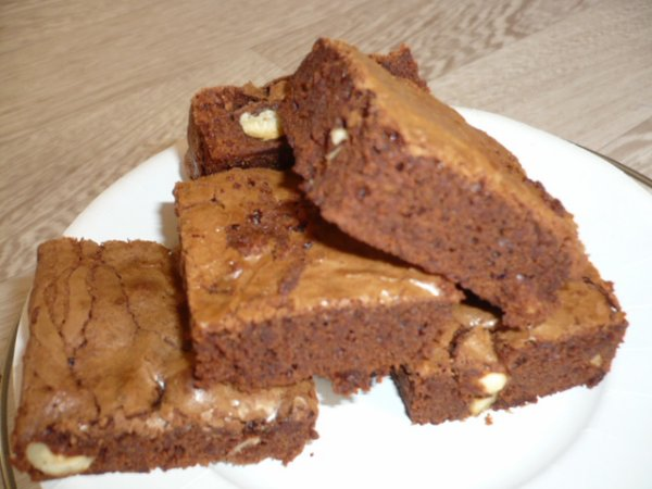 BROWNIES  AUX NOISETTES :