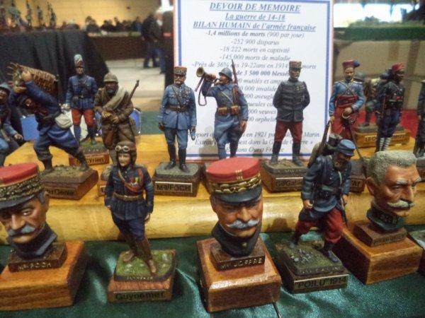 Plusieurs figurines.