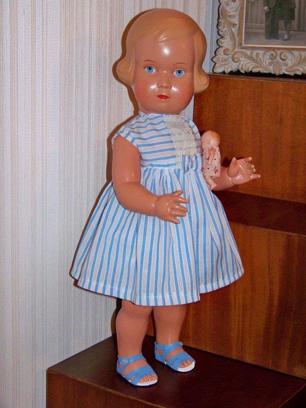 Poupée  STORCH , Simone a trouvé une robe
