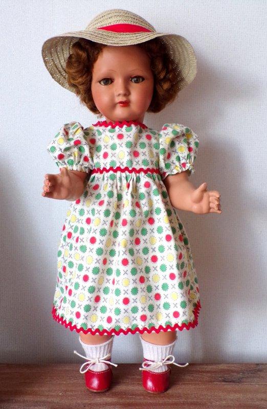 Albertine a adopté la robe  trouvée en brocante