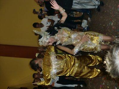 on as aussi fait la robe et les bijoux (couronne,bracelet,botte...) L'ENSEMBLE DE LUI ET LA ROBE D'ELLE SONT A VENDRE!