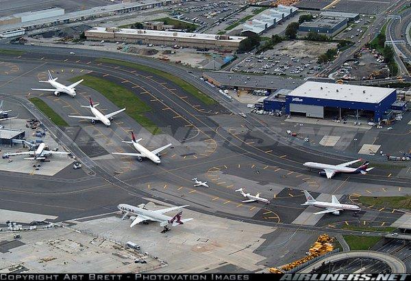 aéroport de JFK ( la deuxieme est en heure normale, pas en heure de pointe ... )