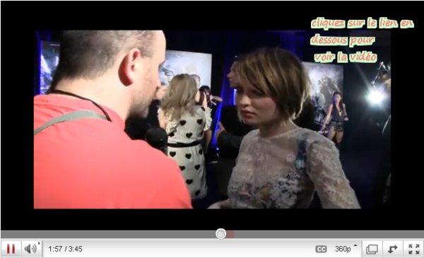 Emily browning à la première de sucker punch à Sydney + new interview vidéo